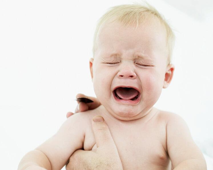 Niño Asustado Gritando: La Angustia Del Octavo Mes: Quiero A Mi Mamá