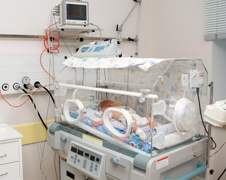El cuidado del bebé prematuro en la Unidad de Cuidados Intensivos ...